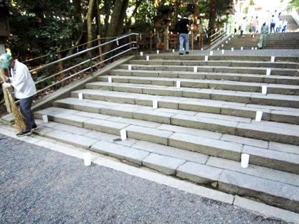 大神神社参道の灯り