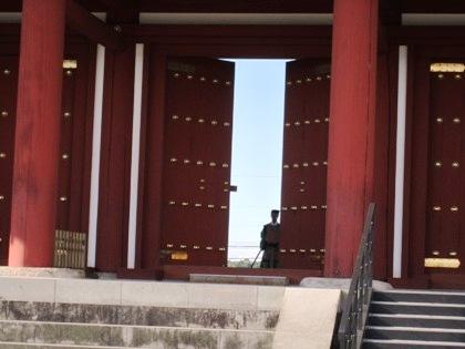 朱雀門の開閉