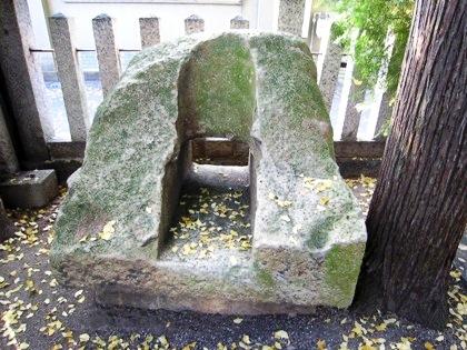 市杵島神社の不思議な石