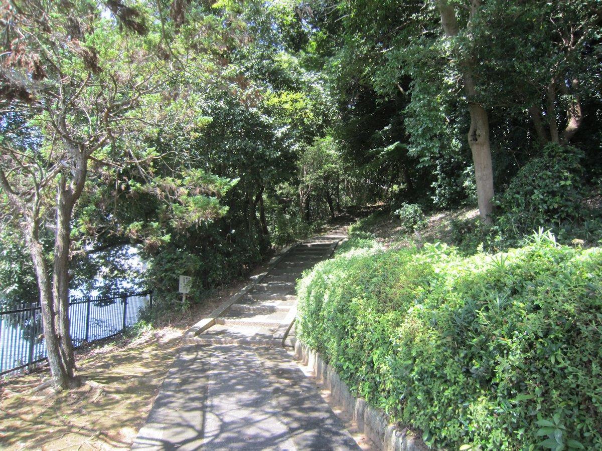 孝元天皇陵の入口付近