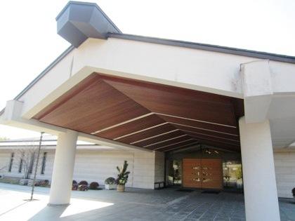 奈良県立万葉文化館の玄関口