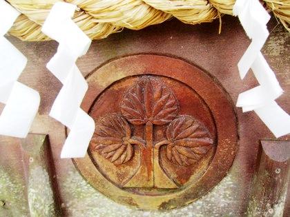 墨坂神社の右離れ立ち葵