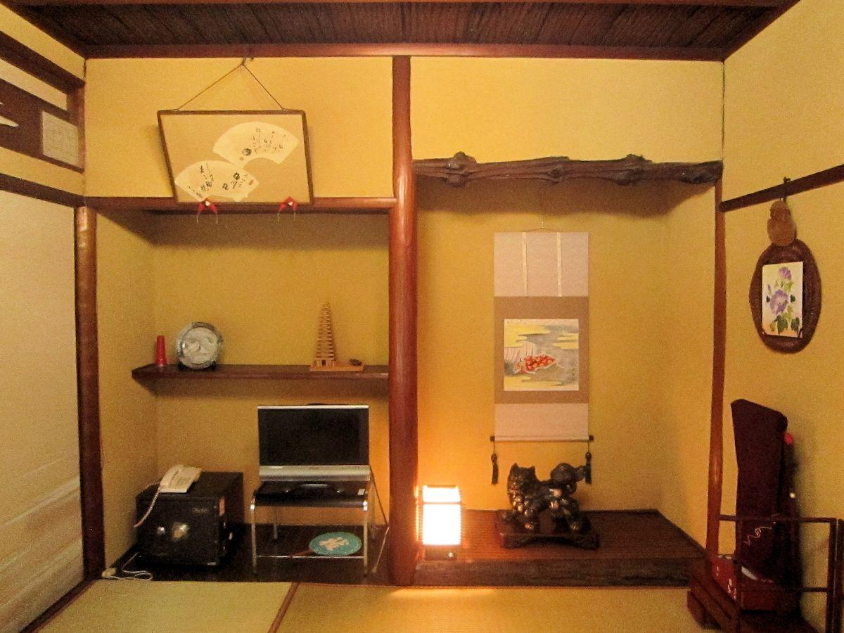 杉板天井の客室