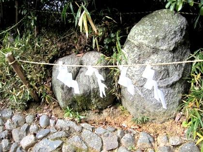 飛鳥坐神社の結びの神石
