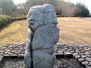 飛鳥資料館の石人像