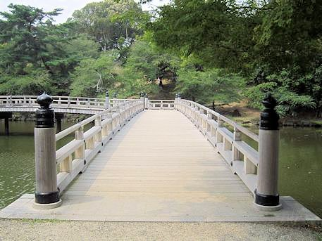 浮見堂蓬莱橋の袂