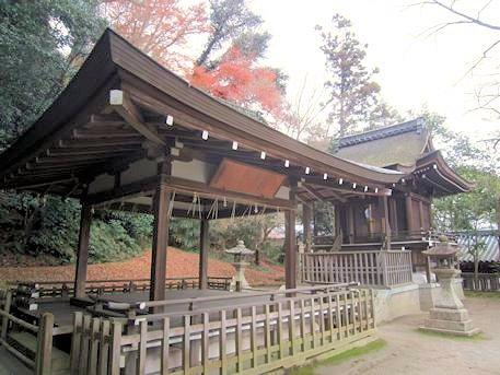 石清水八幡宮の高良神社