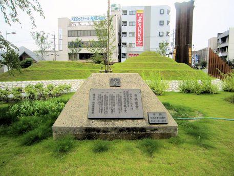 近鉄桜井駅前の古墳モニュメント