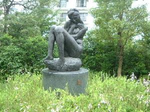 檜町公園の女性像