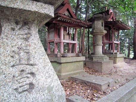 治道宮の石燈籠