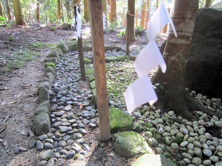 山ノ神遺跡磐座と紙垂