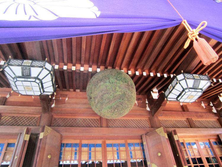 大神神社の杉玉