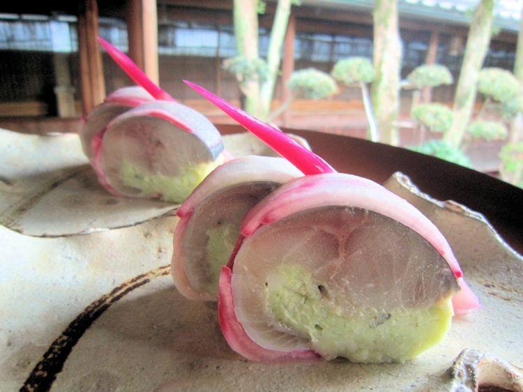 赤蕪のサバ寿司大和芋仕立て
