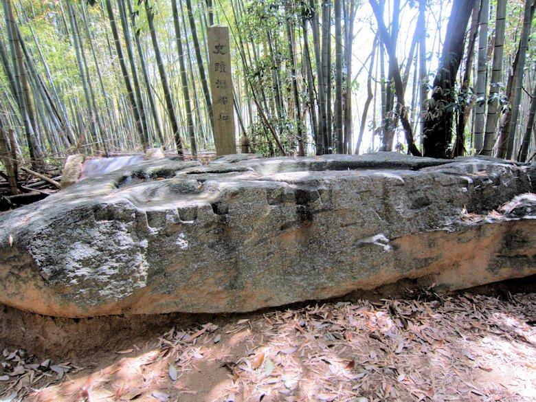 酒船石の工具跡