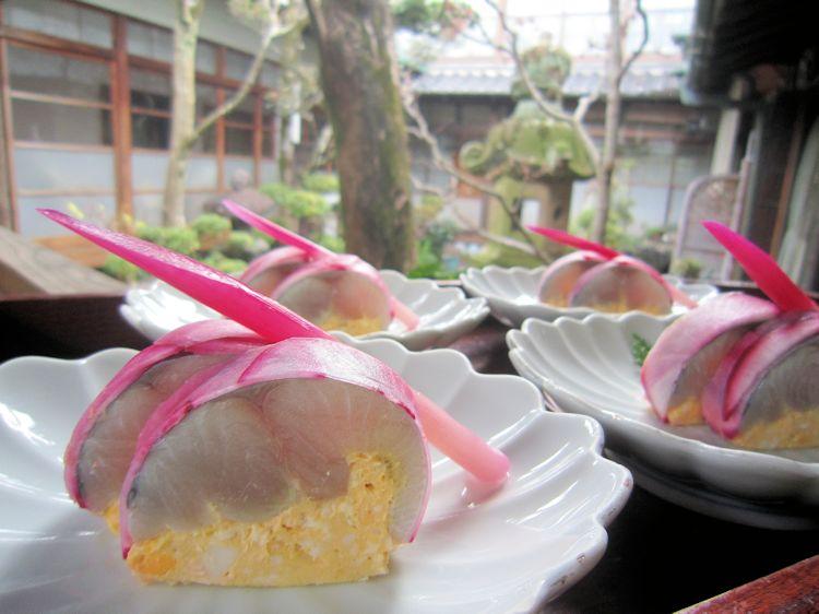 寒鰆の黄身寿司