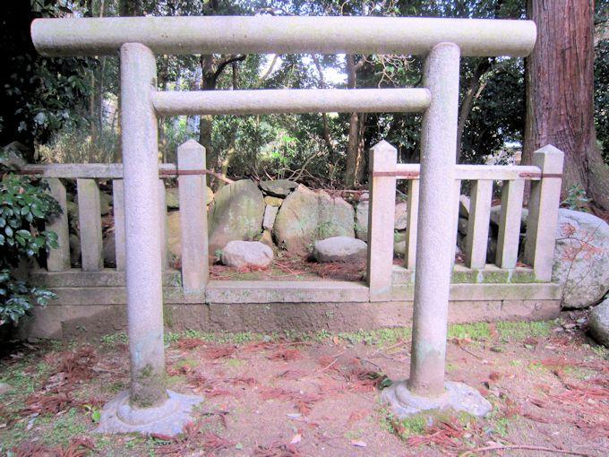 志貴御縣坐神社の磐座と磐境
