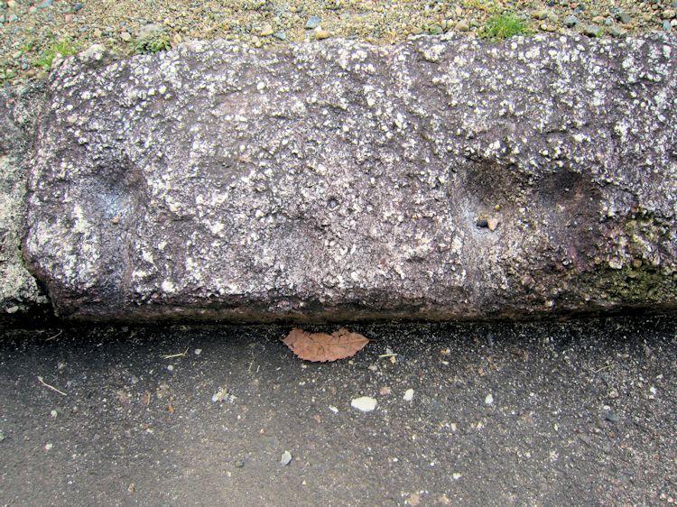 東大寺転害門の溝石