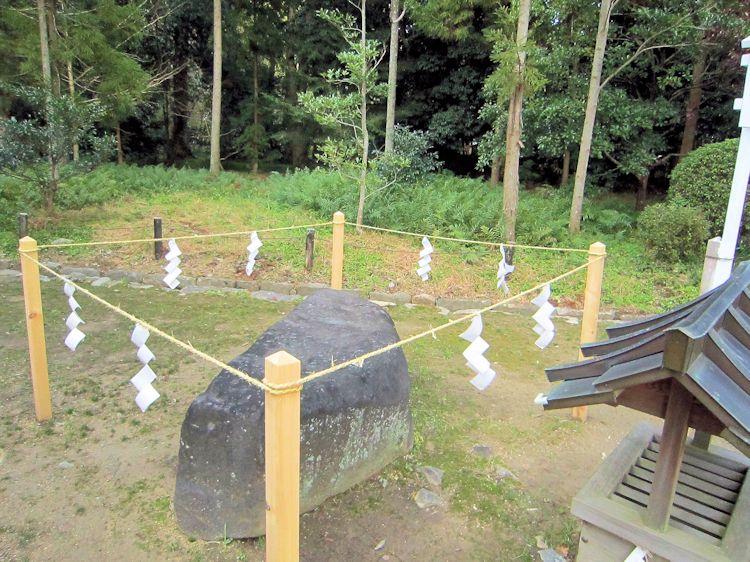 若宮社の御饌石