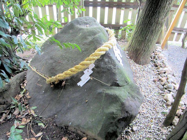 綱越神社の磐座