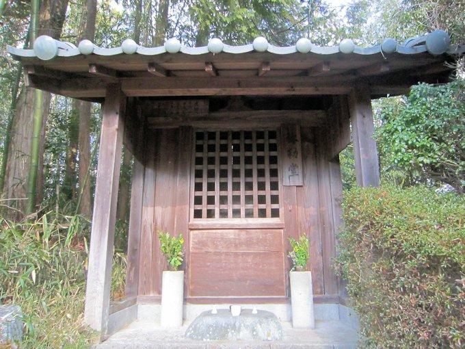 桜井市下り尾の弥勒堂