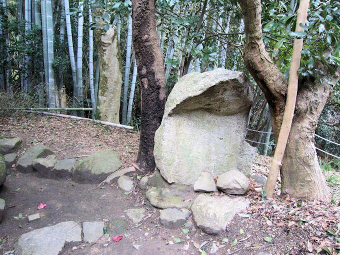 平等寺の人像石