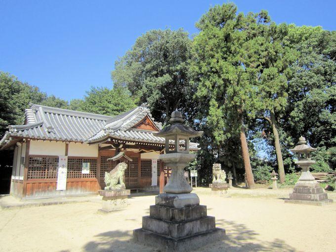 糸井神社の石燈籠