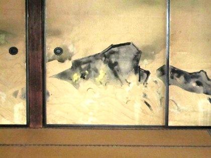 襖絵の波岩