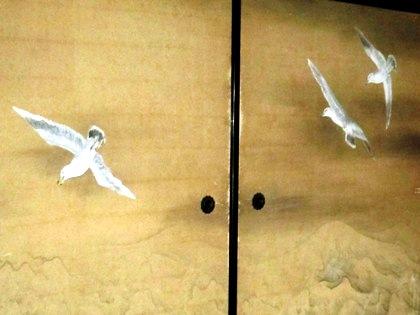 襖絵の海鳥