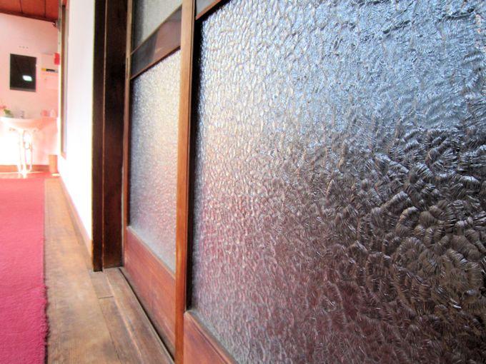 石目調の型板ガラス