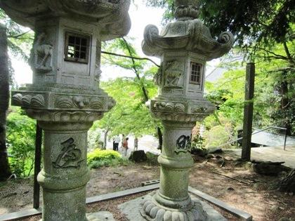 長岳寺石燈籠