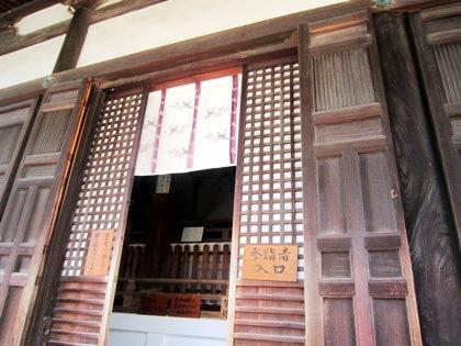 東大寺戒壇堂入口