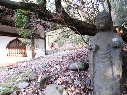 東大寺知足院の地蔵石仏