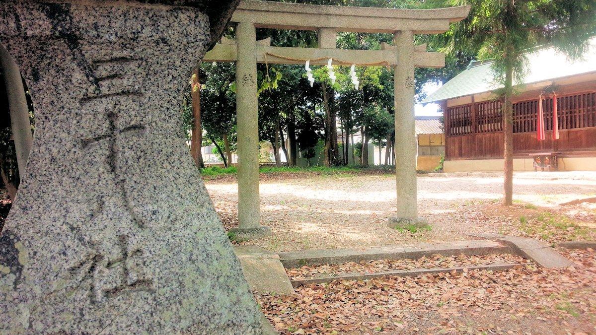 三十八社の石燈籠
