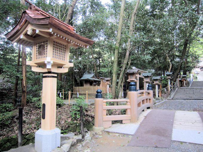 大神神社参道の燈籠