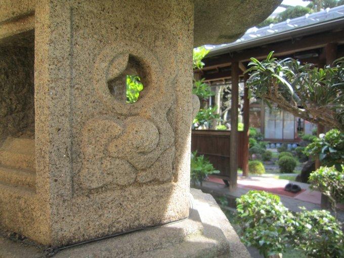 中庭の燈籠
