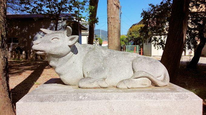 大泉天満宮の牛像