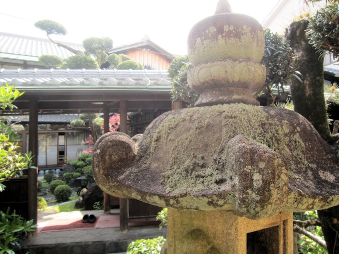 中庭石燈籠