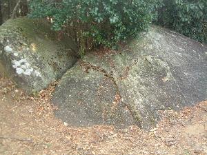 岩船寺の貝吹岩