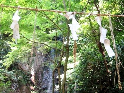 桃尾の滝の紙垂