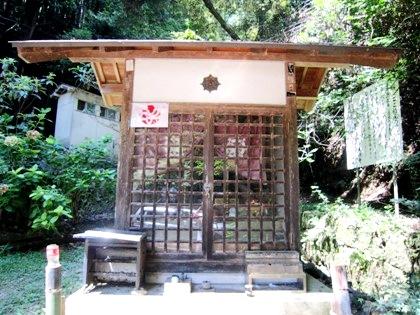 桃尾の滝の祠