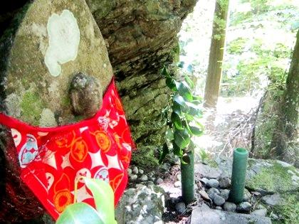 蜻蛉の滝の地蔵石仏