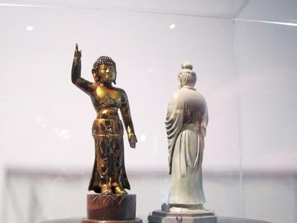 誕生釈迦仏と月光菩薩像