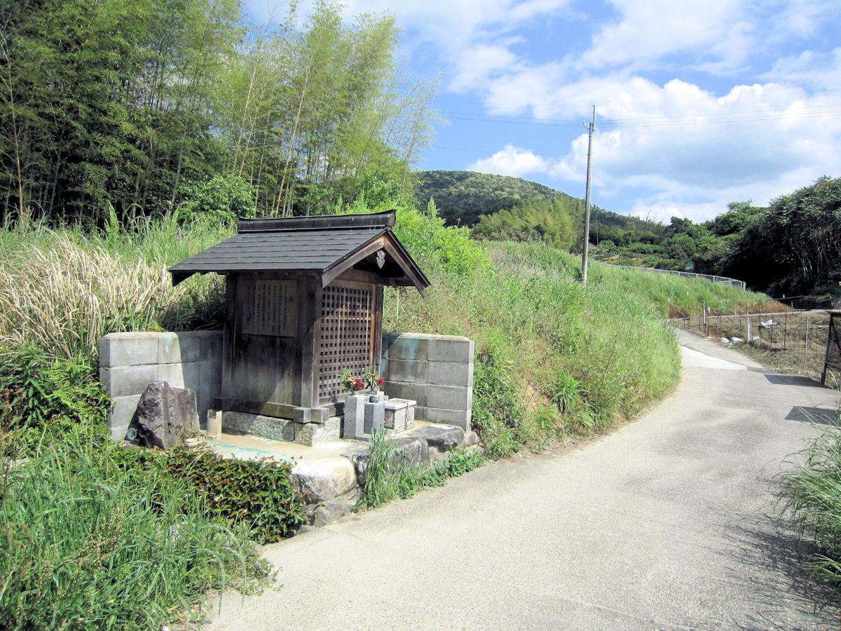 桜井市穴師の地蔵堂