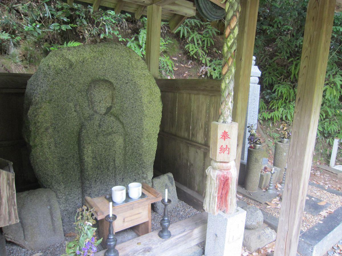 青木廃寺跡の泥掛地蔵