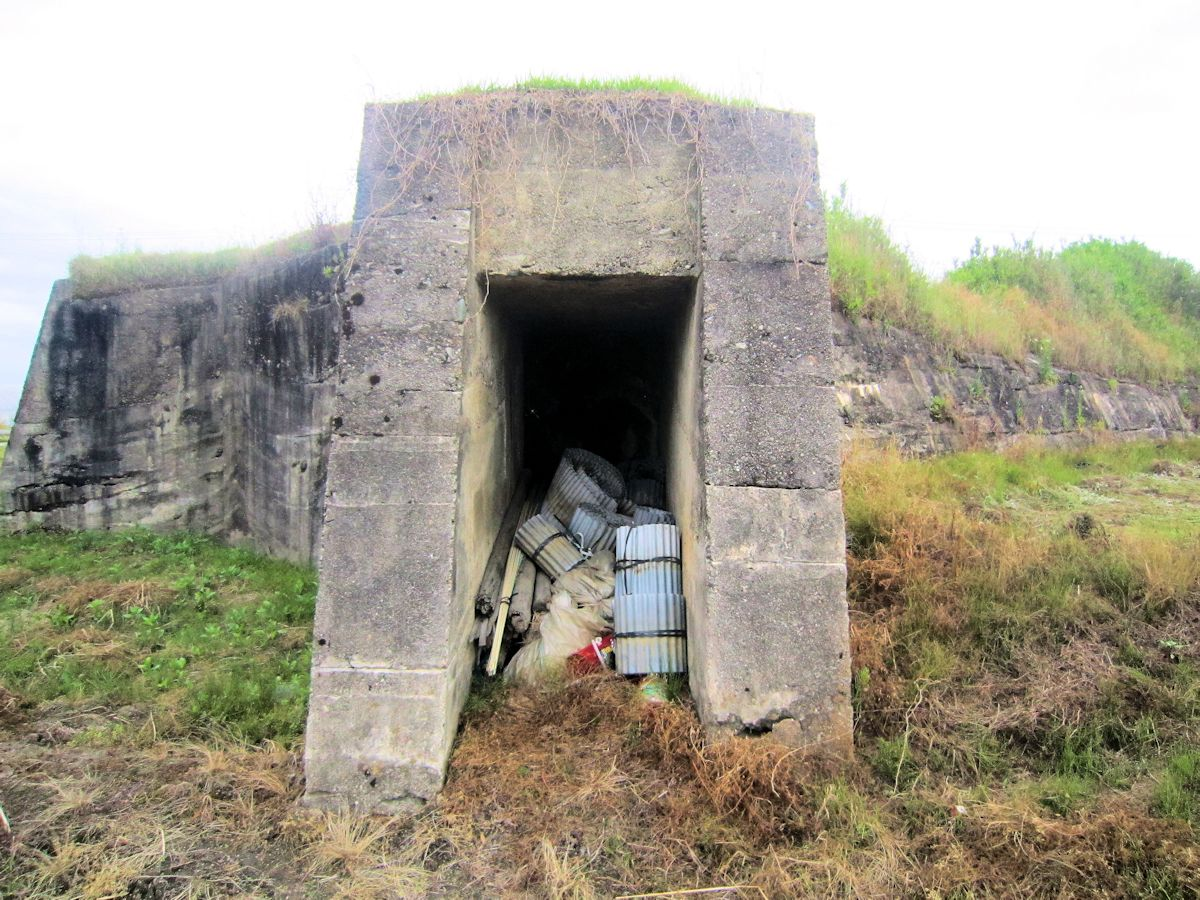 柳本飛行場跡の防空壕