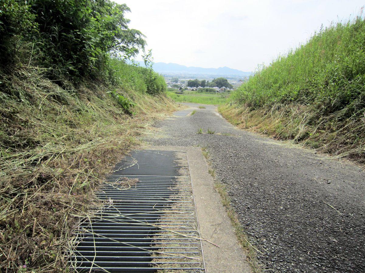 ヲカタ塚古墳近くの暗渠
