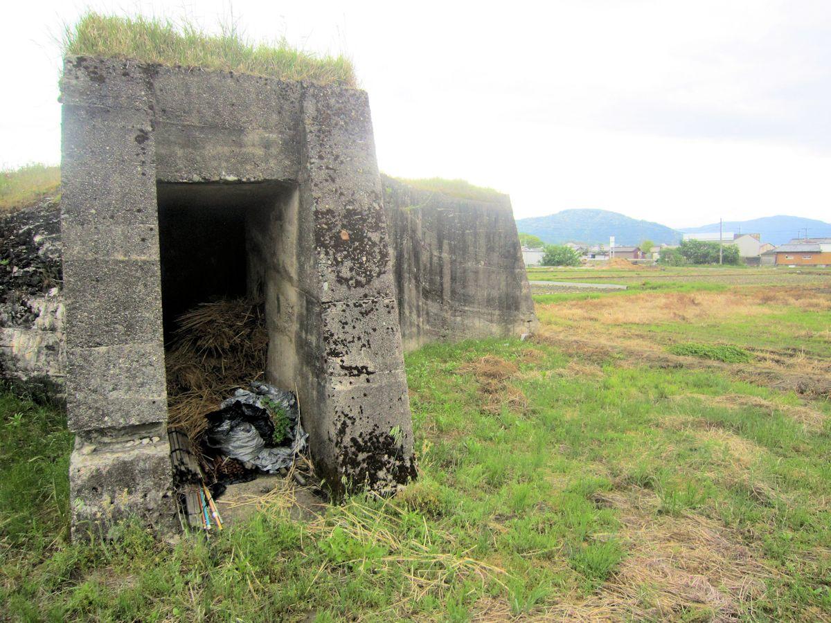 柳本防空壕と三輪山