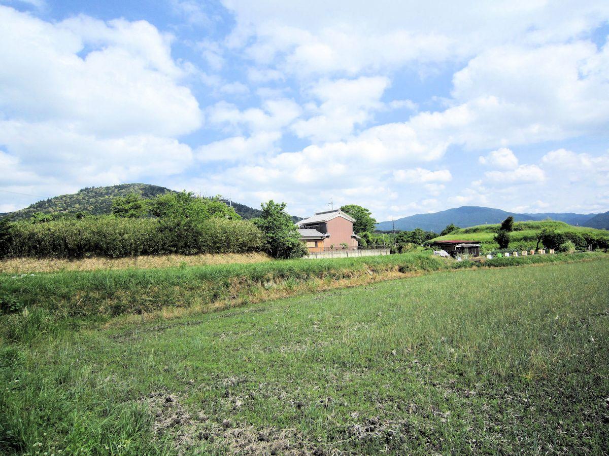 北口塚古墳、ホケノ山古墳、三輪山の風景