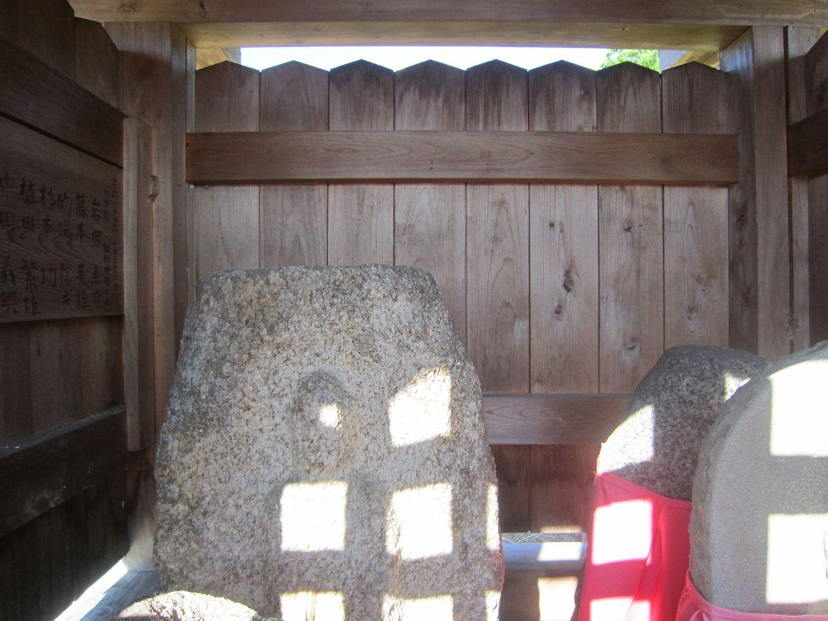 地蔵堂の石仏
