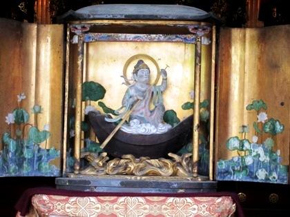 仏像に祈る